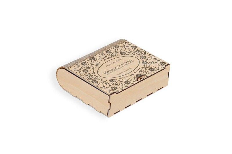 Drewniane pudełko grawerowane