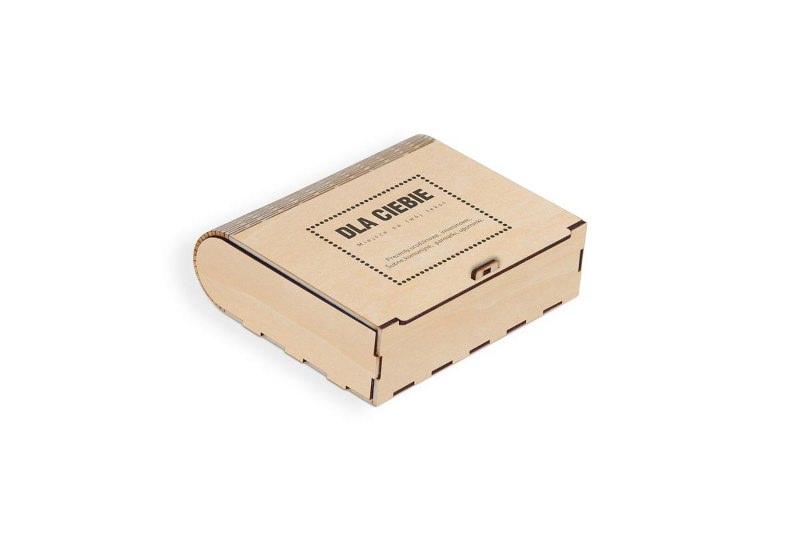 Grawerowane pudełko drewniane