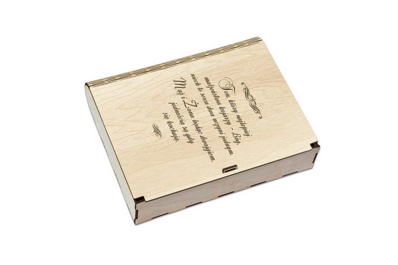 Grawerowane pudło na prezent