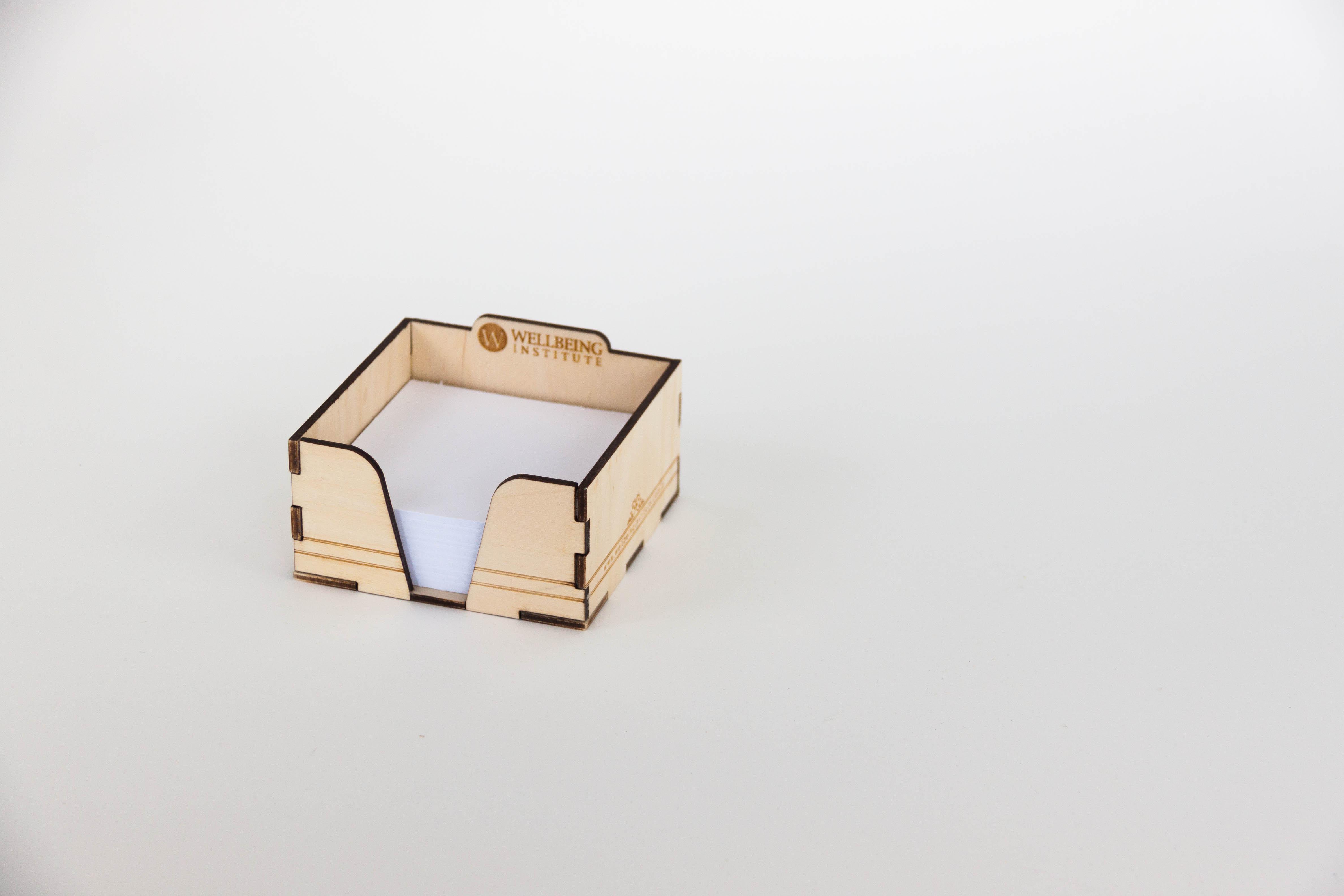 Drewniany pojemnik na karteczki
